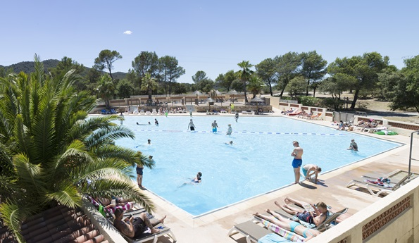 RCN-Domaine-de-la-Noguière-camping-in-de-Provence-zwembad (1)