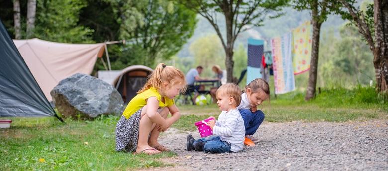 RCN-Belledonne-camping-in-de-Franse-Alpen-kinderen-spelen (2)