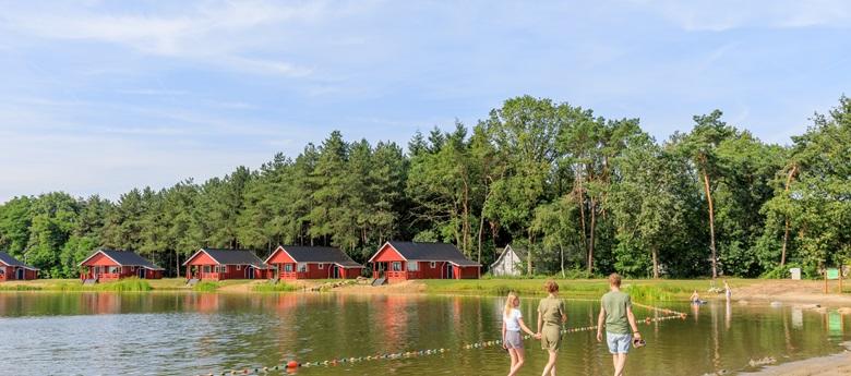 RCN-de-Flaasbloem-Vakantiepark-in-Brabant-Chaam-Finse-Waterlodges-aan-recreatiemeer (3)