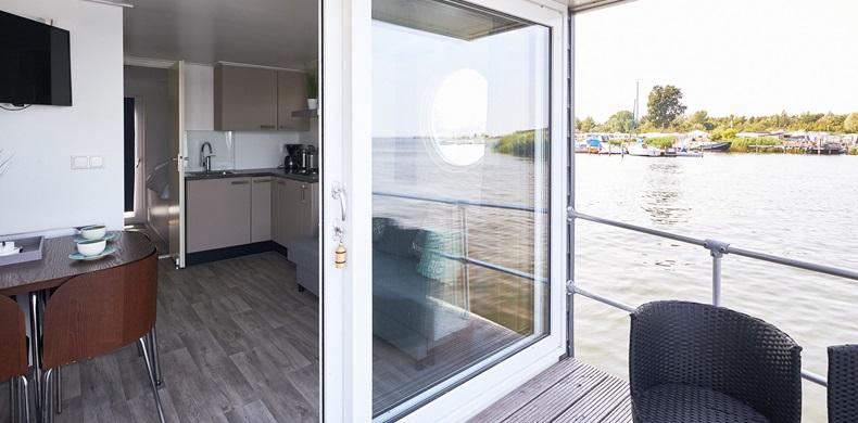 RCN-Zeewolde-vakantiepark-aan-het-water-woonboot-de-Meerkoet (4)