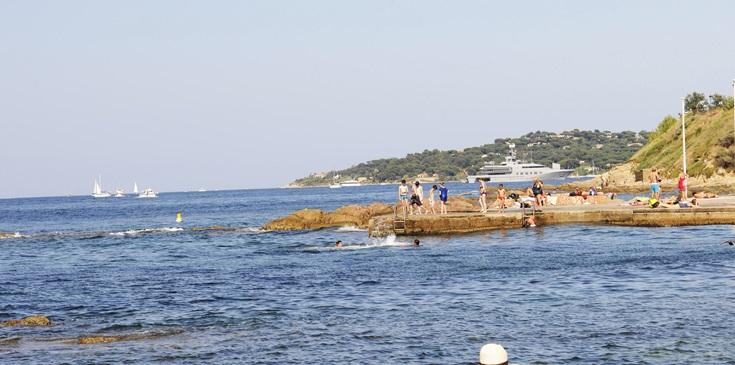 Met de hond aan zee aan de Cote d'Azur