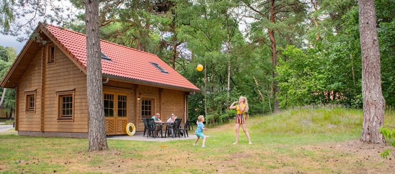 RCN-het-Grote-Bos-vakantiepark-op-de-Utrechtse-Heuvelrug-Bungalow-Sparrendaal-exterieur