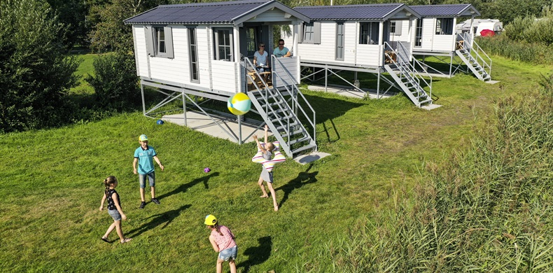 RCN-de-Potten-vakantiepark-aan-Sneekermeer-Kampeerchalet-Sneekermeer (3)