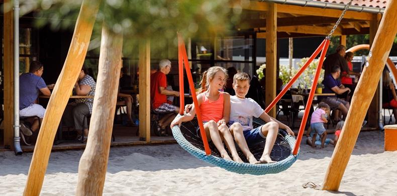 RCN-vakantiepark-het-Grote-Bos-kinderen-spelen (1)