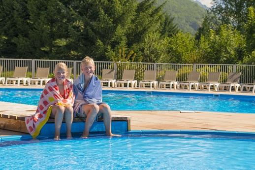 RCN-Belledonne-kinderen-bij-zwembad (2)