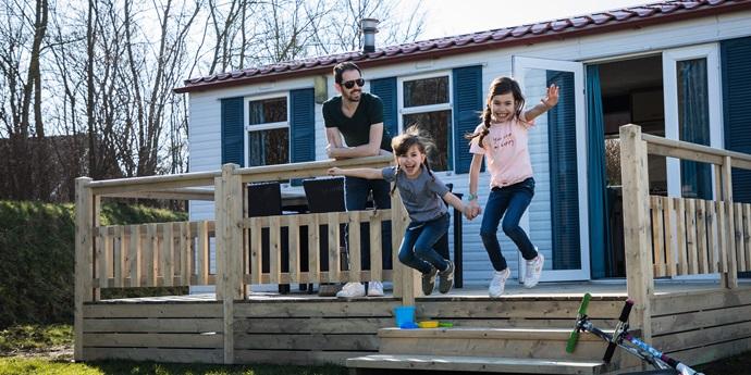 Nieuw terras bij Mobil home Zeearend