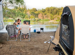 RCN la Bastide en Ardèche | Camping pitch with riverview