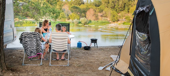 RCN la Bastide en Ardèche | Camping pitch with riverview