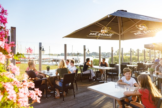 RCN-vakantiepark-de-Potten-restaurant-terras
