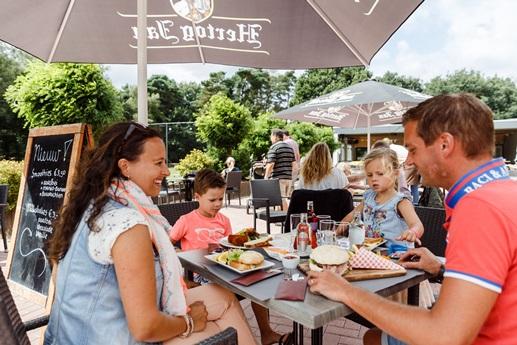 RCN-de-Jagerstee-Vakantiepark-Veluwe-restaurant-terras (1)