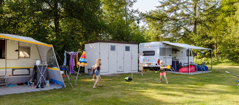 RCN-vakantiepark-de-Roggeberg-kampeerplaats-met-prive-sanitair