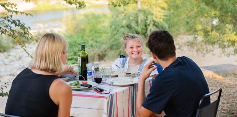RCN-la-Bastide-en-Ardèche-camping-aan-de-rivier-de-Ardèche-kampeerplaats-aan-het-water (5)