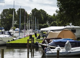 RCN de Potten | Campinghafen, Stellplatz am Hafen inklusive Bootsliegeplatz